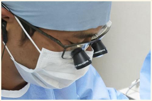 拡大鏡を使った精密治療
